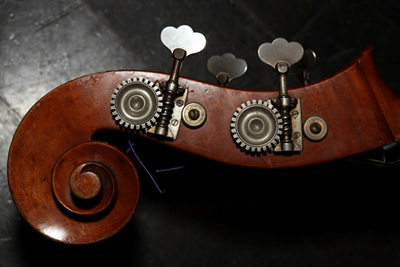 bass-fiddle-head